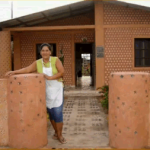 House from recycled bottles (VIDEO)